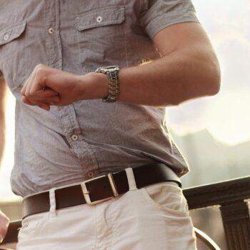 5 koszul, które każdy facet powinien mieć w swojej szafie, a często i tak nie ma
